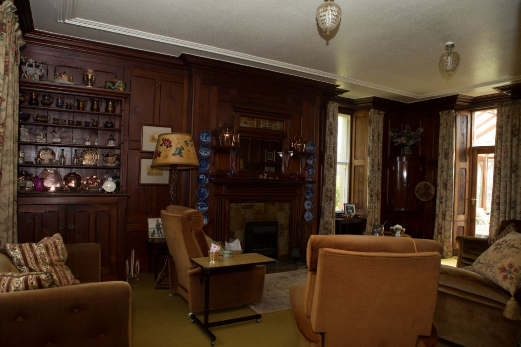 Rhosbeirio Reception Room, Original Features